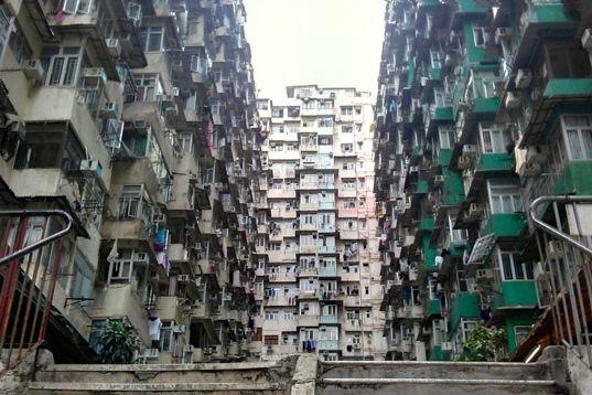 怪獸大廈.鰂魚涌城市奇景怪獸大廈.香港會吃人的大廈