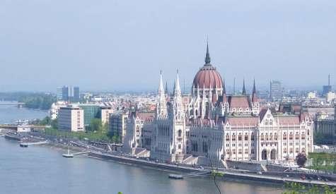 匈牙利國會大廈.布達佩斯自由行